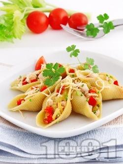 Конкилиони с пиле и сирене - снимка на рецептата